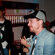 """NLD/Rotterdam/20110422 - Boekpresentatie en Gouden plaat voor Kane """"Singles Only"""" , Johnny de Mol"""