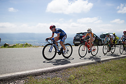 Hayley Simmonds (GBR) of Team WNT leads the chase in the final metres of Stage 4 the Emakumeen Bira - a 58 km road race, between Etxarri Aranatz and San Miguel on May 20, 2017, in Basque Country, Spain. (Photo by Balint Hamvas/Velofocus)
