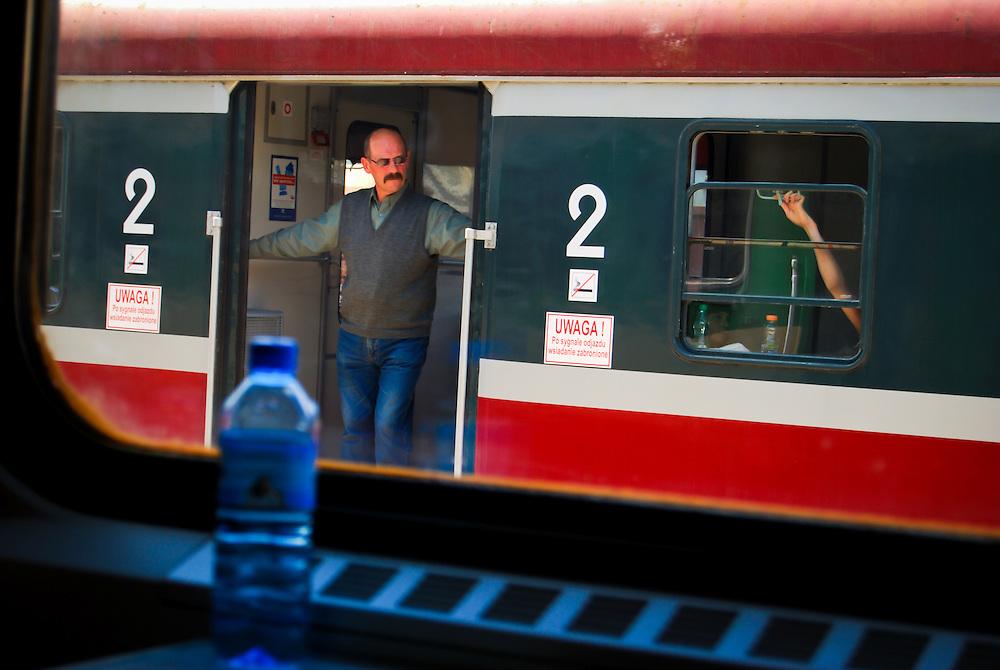 POLAND / POLONIA<br /> Recorrido en tren hacia la ciudad de Jastrowie<br /> Photography by Aaron Sosa<br /> Polonia 2008<br /> (Copyright &copy; Aaron Sosa)