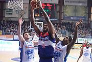 DESCRIZIONE : Cantu' Lega A 2014-2015 Acqua Vitasnella Cantu' Enel Brindisi<br /> GIOCATORE : Cedric Simmons<br /> CATEGORIA : tiro penetrazione<br /> SQUADRA : Enel Brindisi<br /> EVENTO : Campionato Lega A 2014-2015<br /> GARA : Acqua Vitasnella Cantu' Enel Brindisi<br /> DATA : 29/11/2014<br /> SPORT : Pallacanestro<br /> AUTORE : Agenzia Ciamillo-Castoria/R.Morgano<br /> GALLERIA : Lega Basket A 2014-2015<br /> FOTONOTIZIA : Cantu' Lega A 2014-2015 Acqua Vitasnella Cantu' Enel Brindisi<br /> PREDEFINITA :