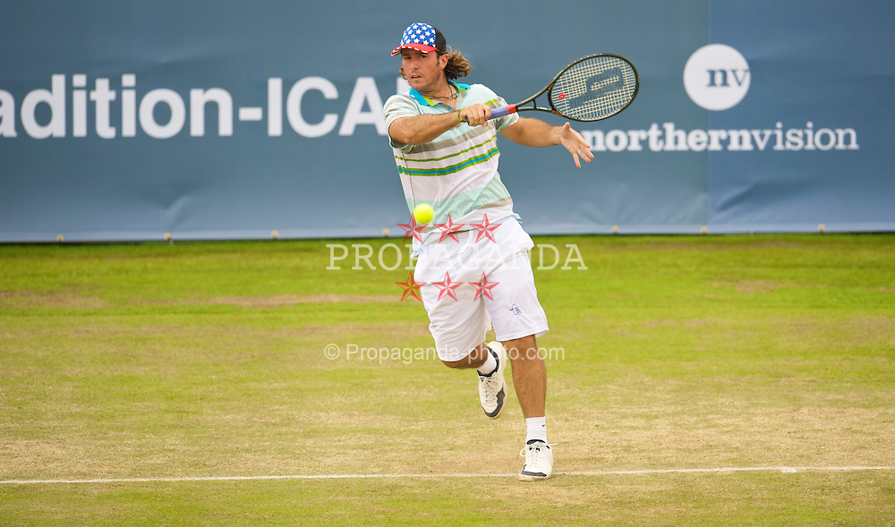 LIVERPOOL, ENGLAND - Saturday, June 20, 2009: Vince Spadea (USA) during the Men's Final on Day Four of the Tradition ICAP Liverpool International Tennis Tournament 2009 at Calderstones Park. (Pic by David Rawcliffe/Propaganda)