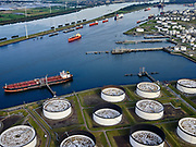 Nederland, Zuid-Holland, Rotterdam, 14-09-2019; Europoort, Calandkanaal met 5e Petroleumhaven. Europoortterminal.<br /> Europoort, Calandkanaal with 5th Petroleumhaven. Europoort Terminal.<br /> luchtfoto (toeslag op standard tarieven);<br /> aerial photo (additional fee required);<br /> copyright foto/photo Siebe Swart