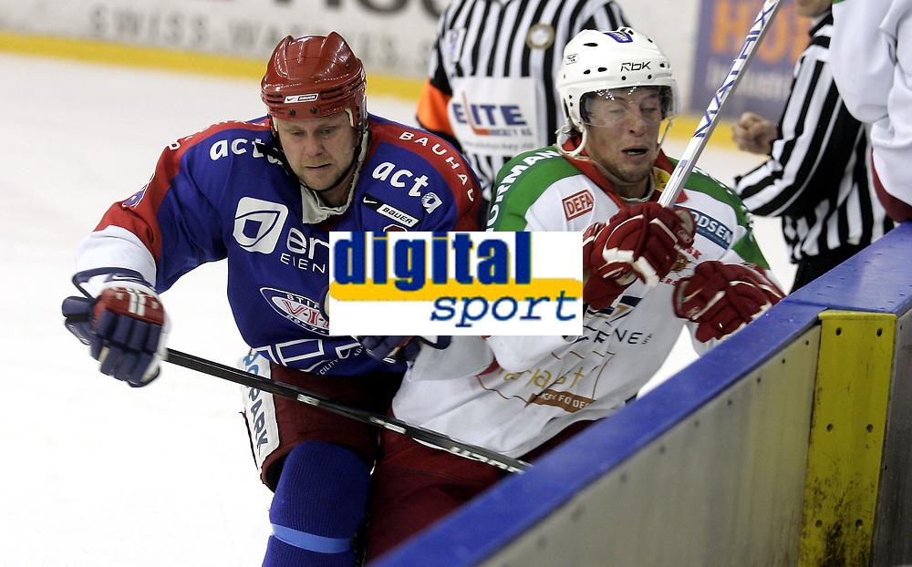 Ishockey<br /> GET-Ligaen<br /> 03.01.08<br /> Jordal Amfi<br /> V&aring;lerenga VIF - Frisk Asker Tigers<br /> Lars Erik Lund takler Cameron Abbott<br /> Foto - Kasper Wikestad