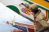"""Senegal, Petite cote, Port de peche de Mbour. Peintre. // Senegal, Mbour fish harbour on the """"petite cote"""" (small coast). Painter."""