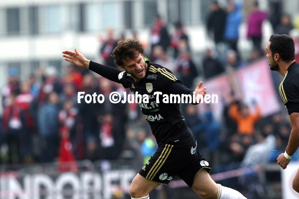 25.10.2015, Keskuskentt&auml;. Sein&auml;joki.<br /> Veikkausliiga 2015.<br /> Sein&auml;joen Jalkapallokerho - FF Jaro.<br /> Mehmet Hetemaj tuulettaa SJK:n 1-0 maalia.