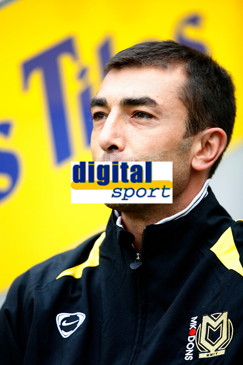 Photo: Steve Bond/Richard Lane Photography<br />Leicester City v MK Dons. Coca-Cola League One. 09/08/2008. MK Dons manager Roberto Di Matteo