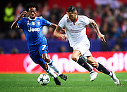 "SEVILLE, SPAIN - NOVEMBER 22:  Victor Machin Perez ""Vitolo"" of Sevilla FC (R) competes for the ball with Juan Cuadrado of Juventus (L) during the UEFA Champions League match between Sevilla FC and Juventus at Estadio Ramon Sanchez Pizjuan on November 22, 2016 in Seville, .  (Photo by Aitor Alcalde/Getty Images)"