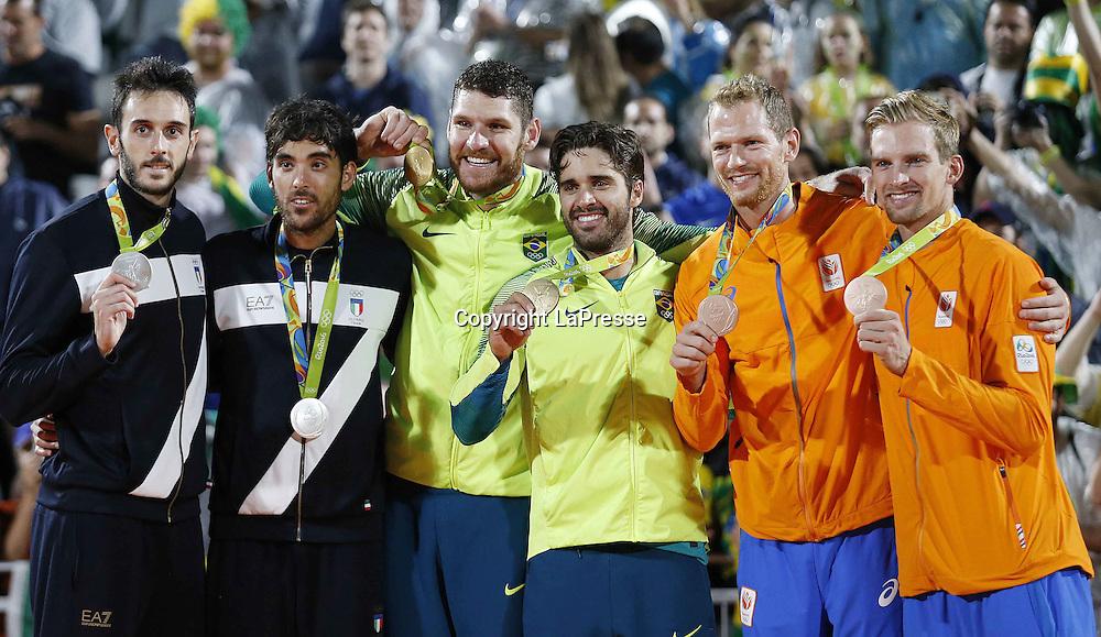 Foto LaPresse - Spada<br /> 19  agosto  2016 , Rio de Janeiro ( Brasile)<br /> Sport <br /> Olimpiadi Rio 2016 - Finale Beach Volley uomini <br /> P. Nicolai e D. Lupo ( ITA ) vs B. Schmidt e A. Cerutti ( BRA )<br /> Cerimonia di premiazione <br /> Nella foto:   P. Nicolai e D. Lupo ( ITA )   medaglia d'argento  , B. Schmidt e A. Cerutti ( BRA )  medaglia d'oro , R. Meeuwsen e A. Brouwer (NED) medaglia di bronzo <br /> <br /> Photo LaPresse - Spada<br /> August 19 ,  2016  , Rio de Janeiro 2016  (Brazil)<br /> Sport<br /> Olympic games Rio 2016 - Men's beach volleyball final <br /> P. Nicolai e D. Lupo ( ITA ) vs B. Schmidt e A. Cerutti ( BRA )<br /> Winning ceremony<br /> In the pic:   P. Nicolai e D. Lupo ( ITA )  silver medal   , B. Schmidt e A. Cerutti ( BRA )  gold medal  , R. Meeuwsen e A. Brouwer (NED) bronze medal