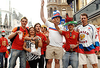 GEPA-2606087329 - WIEN,AUSTRIA,26.JUN.08 - FUSSBALL - UEFA Europameisterschaft, EURO 2008, Host City Fan Zone, Fanmeile, Fan Meile, Public Viewing. Bild zeigt Fans am Stephansplatz. <br />