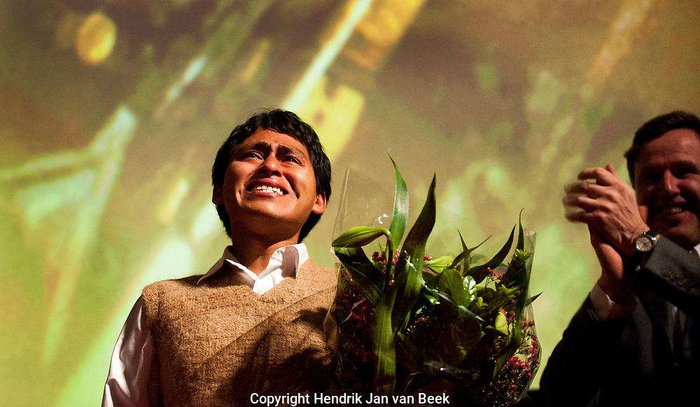AMSTERDAM - Prins Willem-Alexander en prinses Maxima zijn aanwezig bij de premiere van de Nederlandse documentaire The Sound of the Bandoneón van Jiska Rickels tijdens het IDFA Film Festival. Op de burgermeester Eberhardt van der Laan  ANP ROYAL IMAGES COPYRIGHT HENDRIK JAN VAN BEEK