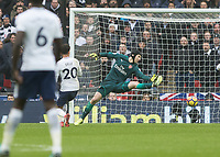 Football - 2017 / 2018 Premier League - Tottenham Hotspur vs. Arsenal<br /> <br /> Petr Cech (Arsenal FC) makes himself big as Dele Alli (Tottenham FC)  puts his shot wide at Wembley Stadium.<br /> <br /> COLORSPORT/DANIEL BEARHAM