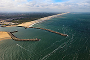 Nederland, Zuid-Holland, Scheveningen, 22-05-2011;.Havenhoofden van de vissershaven van Scheveningen. Piers of the fishing port of Scheveningen. Skyline Den Haag. luchtfoto (toeslag), aerial photo (additional fee required).foto/photo Siebe Swart