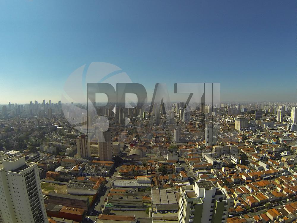SÃO PAULO, SP, 29/08/2013, CLIMA TEMPO. Manha de sol em São Paulo, fotos aéreas feitas sobre o bairro da Mooca, zona Leste da capital paulista. LUIZ GUARNIERI/ BRAZIL PHOTO PRESS