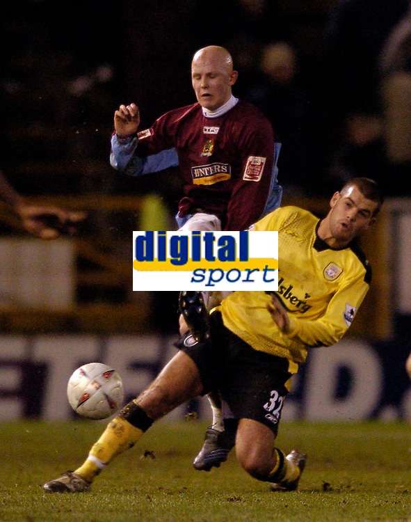 Fotball<br /> England 2004/22005<br /> Foto: SBI/Digitalsport<br /> NORWAY ONLY<br /> <br /> Burnley v Liverpool<br /> FA Cup 3rd Round, 18/01/2005.<br /> <br /> Liverpool's John Welsh (R) slides in on Burnley's Richard Chaplow
