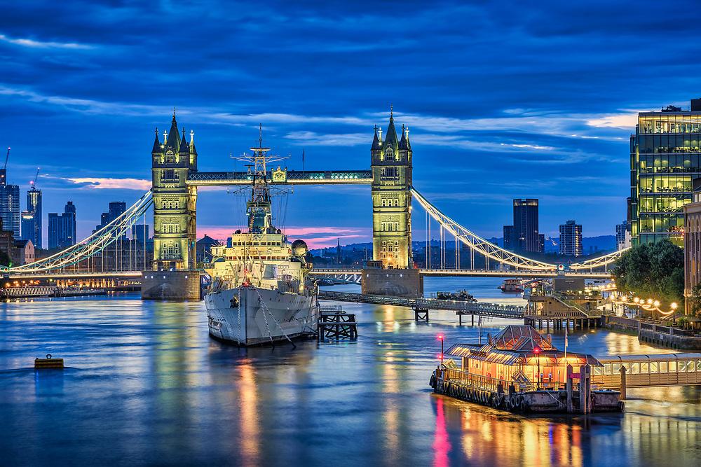 Die HMS Belfast ist ein britisches Kriegsschiff, das heute als Museums auf der Themse in London bei der Tower Bridge verankert ist.