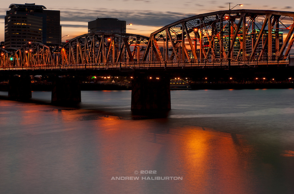 Hawthorne Bridge and Willamette River, Portland, Oregon.  Nikon D700, 70-200/2.8D.