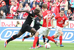 22.09.2012, Coface Arena, Mainz, GER, 1. FBL, 1. FSV Mainz 05 vs FC Augsburg, 4. Runde, im Bild Der Rueckkehrer in seine alte Mainzer Heimat Aristide Bancé (Augsburg) gegen Niko Bungert (Mainz) // during the German Bundesliga 4th round match between 1. FSV Mainz 05 and FC Augsburg at the Coface Arena, Mainz, Germany on 2012/09/22. EXPA Pictures © 2012, PhotoCredit: EXPA/ Eibner/ Bildpressehaus..***** ATTENTION - OUT OF GER *****