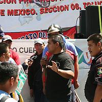 TOLUCA, México.- Bomberos de diferentes municipios del Estado de México, se manifestaron frente a la secretaría del trabajo para exigir les sea entregado el registro que los avale como sindicato del H. Cuerpo de Bomberos del Estado de México. Agencia MVT / José Hernández. (DIGITAL)