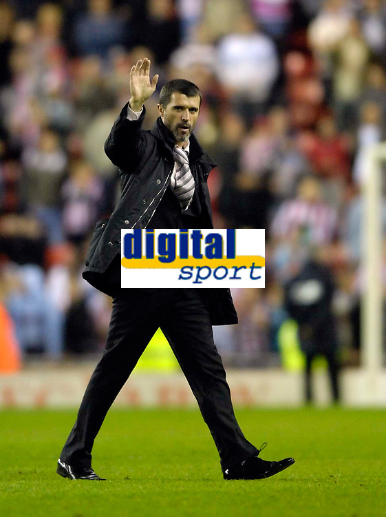 Photo: Jed Wee/Sportsbeat Images.<br /> Sunderland v Burnely. Coca Cola Championship. 27/04/2007.<br /> <br /> Sunderland manager Roy Keane acknowledges the fans at the end of the last home game of the season.