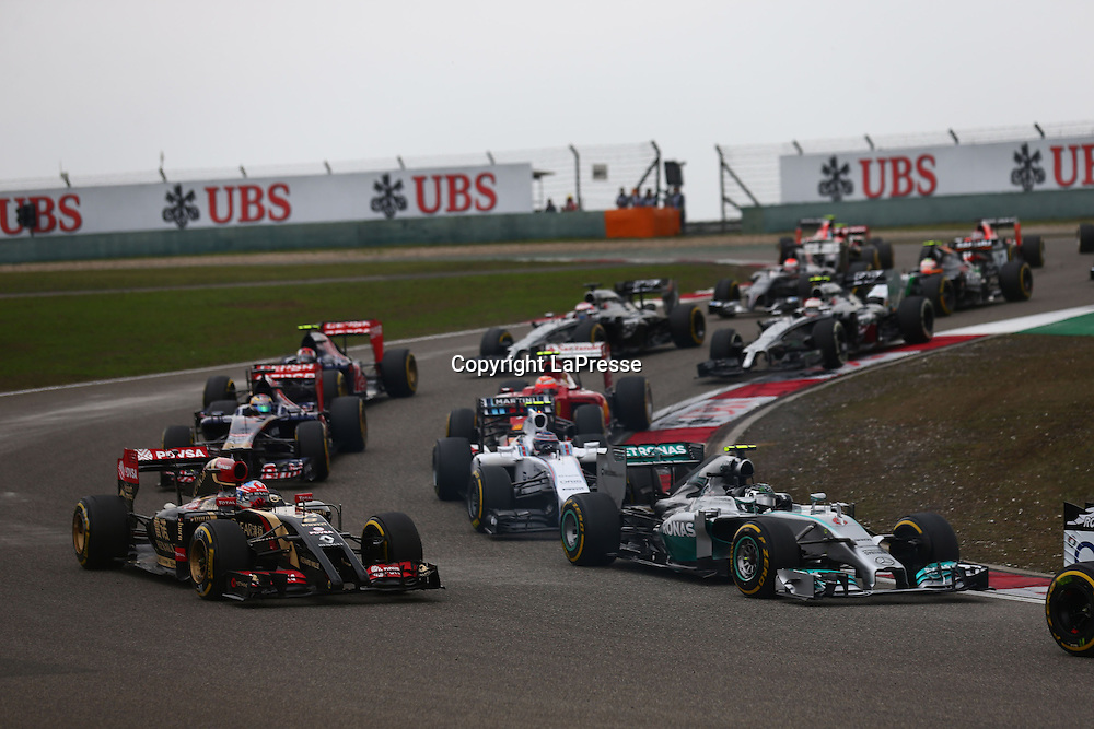 &copy; Photo4 / LaPresse<br /> 20/4/2014 Shanghai, China<br /> Sport <br /> Grand Prix Formula One China 2014<br /> In the pic: Start of the race
