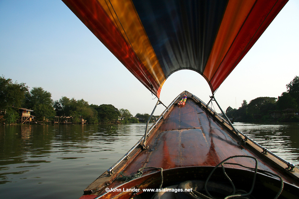 A fun and popular way to get around all the temples and sights of Ayutthaya is a longtail boat trip which encircles the island and the old city.