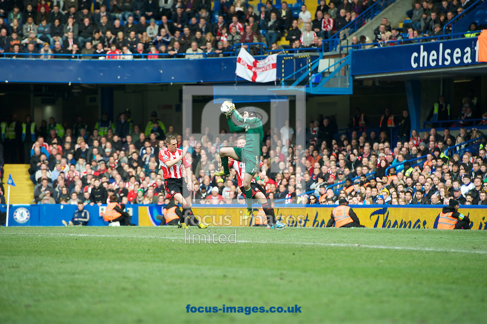 Picture by Alan Stanford/Focus Images Ltd +44 7915 056117.07/04/2013.Goalkeeper Petr Cech of Chelsea takes the ball in the air  during the Barclays Premier League match at Stamford Bridge, London.