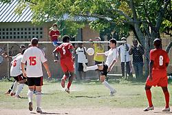 Lande de jogo entre as equipes do Milan da Restinga e SER América, no campo Intercap, em partida válida pela Copa Kaiser de Futebol Amador 2012.  FOTO: Jefferson Bernardes/Preview.com