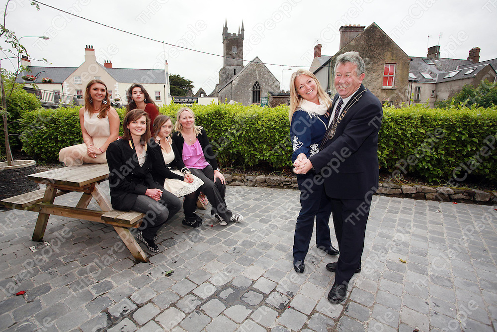 Councillor Mary Howard with mayor Michael Guilfoyle, Muireann O' Shea, Louise Kelly and Davnet Dwyer show their visitors from Phoenix Katlyn Styles and Susan Valdez some of their Irish dancing skills on Friday.<br /> Photograph by Press 22