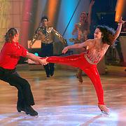 NLD/Hilversum/20070309 - 9e Live uitzending SBS Sterrendansen op het IJs 2007, danseres Holiday on Ice met Nicholas Keagan en Florentine Houdinière