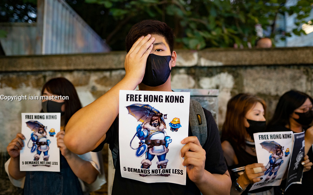 Hong Kong, China. 10th October 2019. Pro-democracy demonstrations in Hong Kong today. In Tsim Sha Tsui protestors gathered to mark World Sight Day and remember the blinding in one eye of Indonesian journalist Veby Mega Indah, an associate editor with Suara Hong Kong News, who was hit by a police rubber bullet. Protestors covered one eye in respect. At Sun Yat Sen Memorial Park protestors displayed Taiwanese flags and sang songs. Iain Masterton/Alamy Live News.