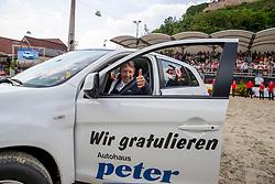 BEERBAUM Markus (GER)<br /> Nörten-Hardenberg - Burgturnier 2018<br /> Autoübergabe<br /> Grosser Preis um die Goldene Peitsche<br /> Preis der Gräflich von Hardenberg´schen Kornbrenner & des Glaswerkes Ernstthal<br /> 27. Mai 2018<br /> www.sportfotos-lafrentz.de/Stefan Lafrentz