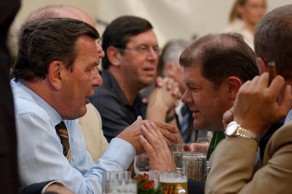 02 JUL 2003, BERLIN/GERMANY:<br /> Gerhard Schroeder (R), SPD, Bundeskanzler, und Olaf Scholz (L), SPD Generalsekretaer, im Gespraech, vorwaerts Sommerfest, Kulturbrauerei<br /> IMAGE: 20030702-04-021<br /> KEYWORDS: vorwärts, Gerhard Schroeder, Gespräch