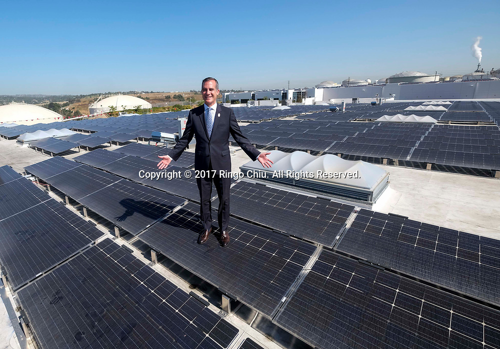 Los Angeles Mayor Eric Garcetti tours the newly completed 16.4-megawatt AC Westmont Solar Rooftop project, Monday June 26, 2017 in San Pedro.  (Photo by Ringo Chiu)<br /> (Photo by Ringo Chiu)<br /> <br /> Usage Notes: This content is intended for editorial use only. For other uses, additional clearances may be required.