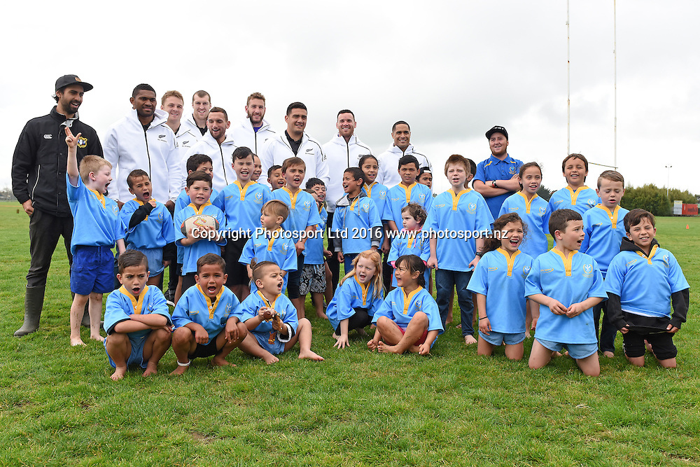 All Blacks, Aaron Cruden, Aaron Smith, Brodie Retallick, Codie Taylor, Luke Romano, Ryan Crotty, Sam Cane & Waisake Naholo with players during the All Blacks to the Nation at Ngaruawahia Rugby Sports Club, Waikato, New Zealand on the 4th September 2016. Copyright photo: Jeremy Ward / www.photosport.nz