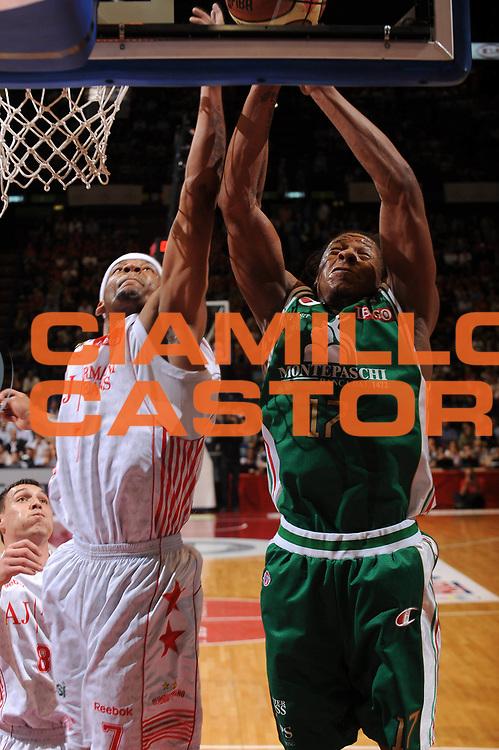 DESCRIZIONE : Milano Lega A 2009-10 Playoff Finale Gara 3 Armani Jeans Milano Montepaschi Siena<br /> GIOCATORE : Mike Hall David Hawkins<br /> SQUADRA : Armani Jeans Milano<br /> EVENTO : Campionato Lega A 2009-2010 <br /> GARA : Armani Jeans Milano Montepaschi Siena<br /> DATA : 17/06/2010<br /> CATEGORIA : rimbalzo<br /> SPORT : Pallacanestro <br /> AUTORE : Agenzia Ciamillo-Castoria/A.Dealberto<br /> Galleria : Lega Basket A 2009-2010 <br /> Fotonotizia : Milano Lega A 2009-10 Playoff Finale Gara 3 Armani Jeans Milano Montepaschi Siena<br /> Predefinita :