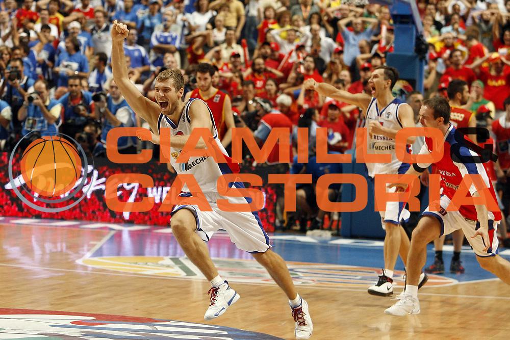 DESCRIZIONE : Madrid Spagna Spain Eurobasket Men 2007 Finals Finale Spagna Russia Spain Russia<br /> GIOCATORE : Zakhar Pashutin<br /> SQUADRA : Russia Russia<br /> EVENTO : Eurobasket Men 2007 Campionati Europei Uomini 2007 <br /> GARA : Spagna Russia Spain Russia<br /> DATA : 16/09/2007 <br /> CATEGORIA : Esultanza<br /> SPORT : Pallacanestro <br /> AUTORE : Ciamillo&amp;Castoria/E.Castoria<br /> Galleria : Eurobasket Men 2007 <br /> Fotonotizia : Madrid Spagna Spain Eurobasket Men 2007 Finals Finale Spagna Russia Spain Russia<br /> Predefinita :