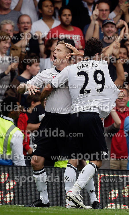 22.08.2010, Craven Cottage, London, ENG, PL, FC Fulham vs Manchester United, im Bild Fulham's Simon Davies  makes 1-1 and celebrates in Fulham v Manchester United for the EPL . EXPA Pictures © 2010, PhotoCredit: EXPA/ IPS/ Marcello Pozzetti +++++ ATTENTION - OUT OF ENGLAND/UK +++++ / SPORTIDA PHOTO AGENCY