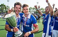UTRECHT -  Robbert Kemperman (Kampong) met Sander de Wijn (Kampong)  na  de finale van de play-offs om de landtitel tussen de heren van Kampong en Amsterdam (2-1).  rechts Martijn Havenga (Kampong) . COPYRIGHT KOEN SUYK