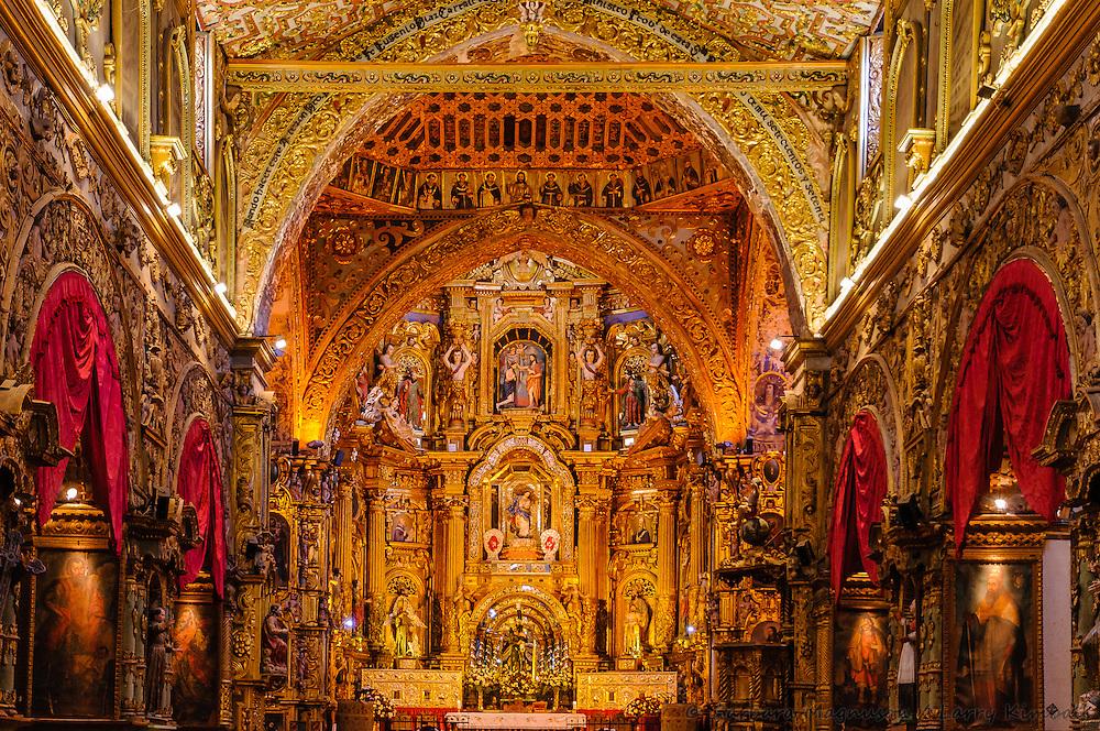 Iglesia de La Compania interior; Quito, Ecuador