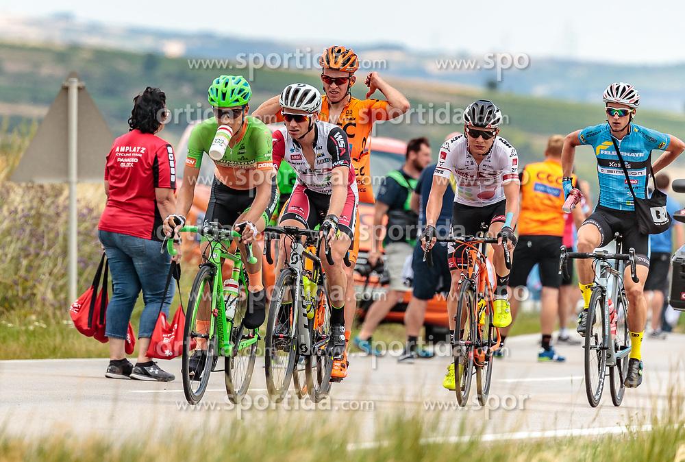 04.07.2017, Pöggstall, AUT, Ö-Tour, Österreich Radrundfahrt 2017, 2. Etappe von Wien nach Pöggstall (199,6km), im Bild Sebastian Schoenberger (AUT, Tirol Cycling Team), Helmut Trettwer (GER, WSA Greenlife), Dennis Paulus (AUT, Hrinkow Advarics Cycleang), Marcel Neuhauser (AUT, Team Felbermayr Simplon Wels), Patryk Stosz (POL, CCC Sprandi Polkowice) beim Buffet // during the 2nd stage from Vienna to Pöggstall (199,6km) of 2017 Tour of Austria. Pöggstall, Austria on 2017/07/04. EXPA Pictures © 2017, PhotoCredit: EXPA/ JFK