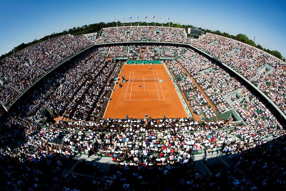 Paris, France. May 29th 2009. .Roland Garros - Tennis French Open. 3rd Round..Rafael Nadal (bottom) against Lleyton Hewitt