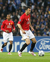 20090415: PORTO, PORTUGAL - FC Porto vs Manchester United: Champions League 2008/2009 – Quarter Finals – 2nd leg. In picture: Giggs . PHOTO: Manuel Azevedo/CITYFILES