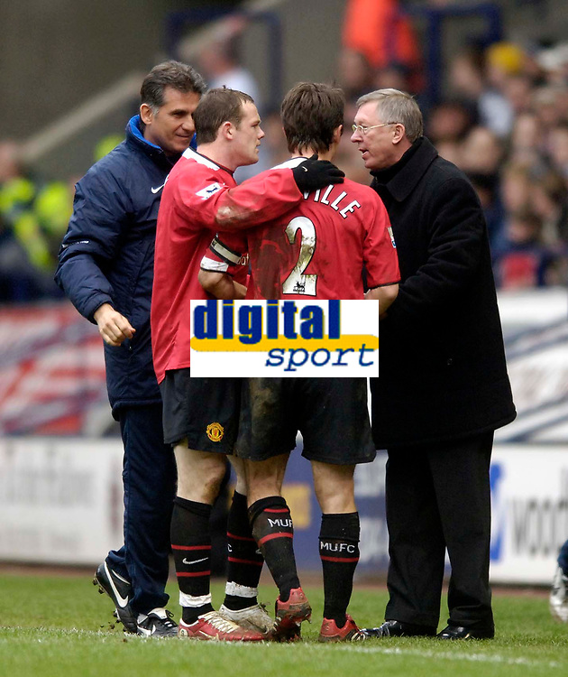 Photo: Jed Wee.<br />Bolton Wanderers v Manchester United. The Barclays Premiership. 01/04/2006.<br />Manchester United's Wayne Rooney (2nd L) and Gary Neville run over to manager Sir Alex Ferguson (R) and coach Carlos Queiroz to celebrate the winning goal.