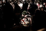 L'AQUILA. L'ABBRACCIO TRA DUE CITTADINI IN PIAZZA DUOMO A L'AQUILA NEL CORSO DELLA VEGLIA DI COMMEMORAZIONE PER I MORTI DEL SISMA DELL'ABRUZZO