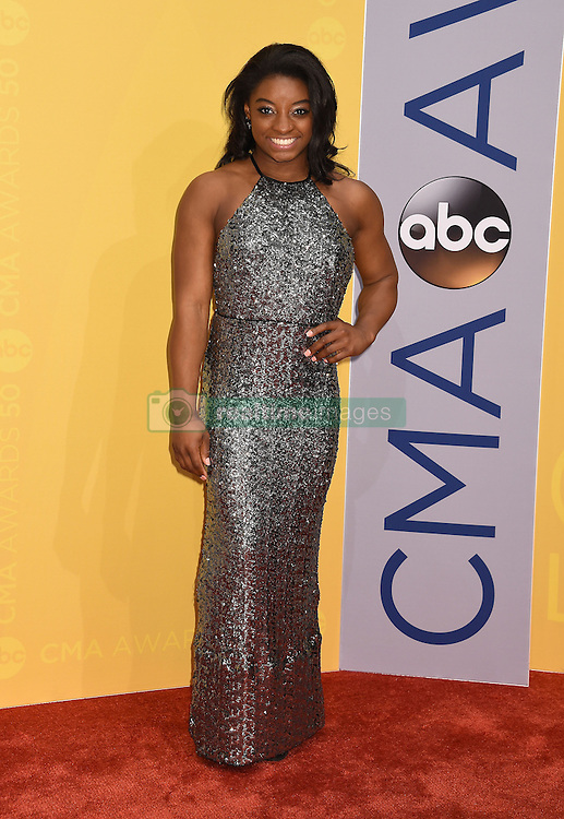 Simone Biles bei den 50. Country Music Awards in Nashville / 021116<br /> <br /> *** Country Music Awards 2016, Nashville, USA, November 2, 2016 ***
