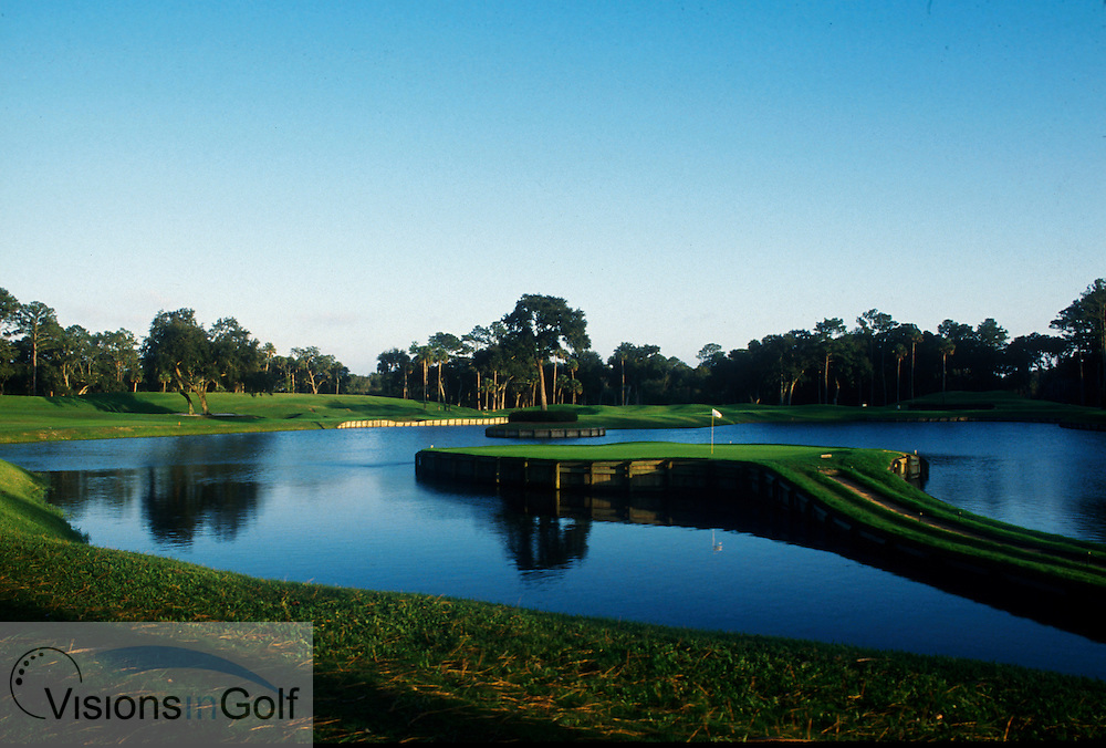 17th par 3 over the lake, TPC Stadium course, Sawgrass, Ponte Vedra, Florida, USA<br /> Photo Credit Robert Walker / www.visionsingolf.com