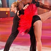 NLD/Hilversum/20110211 - 3de Liveshow SBS Sterren Dansen op het IJs 2011, Remy Bonjasky en schaatspartner Kellyn Koeppelinger