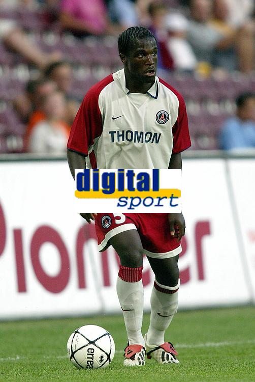 Fotball<br /> Oppkjøring til sesongstart i Frankrike 2003/2004<br /> Foto: DPPI/Digitalsport<br /> <br /> NORWAY ONLY<br /> <br /> FOOTBALL - SEASON 2003/2004 - FRIENDLY GAME - SERVETTE GENEVE v PSG - 030711 - BERNARD MENDY (PSG) - PHOTO JEAN-MARIE HERVIO / FLASH PRESS