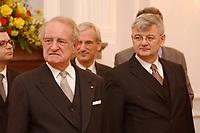15 JAN 2003, BERLIN/GERMANY:<br /> Johannes Rau (L), Bundespraesident, und Joschka Fischer (R), B90/Gruene, Bundesuassenminister, waehrend dem Neujahrsempfang des Bundespraesidenten fuer das Diplomatische Korps im Schloss Bellevue<br /> IMAGE: 20030115-02-012<br /> KEYWORDS: Diplomaten