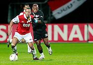 24-11-2007: Voetbal:AZ-WILLEM II: ALKMAAR<br /> Moussa Dembele wordt stevig verdedigd door Ibrahim Kargbo<br /> Foto: Geert van Erven